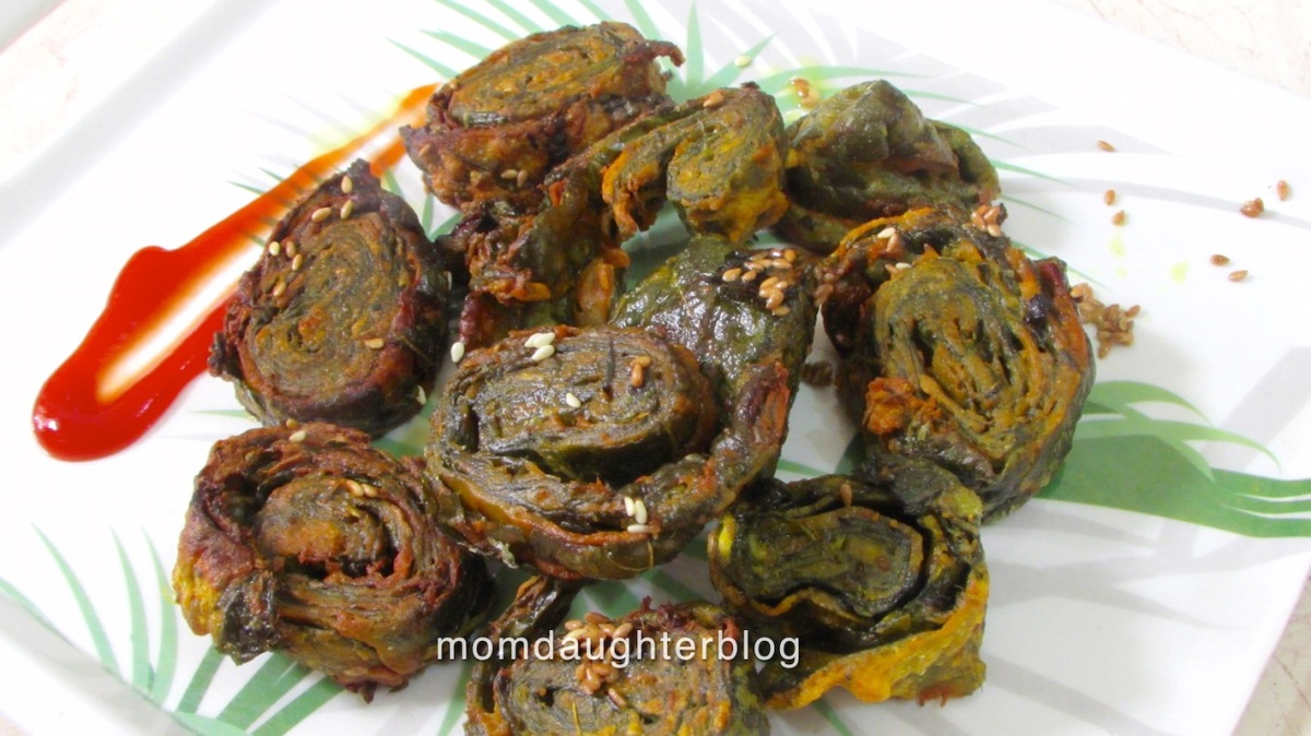 Alu(Patra) Vadi/Stuffed Colocasia Leaves Recipe